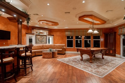 What's the best home theater decor for the modern house?